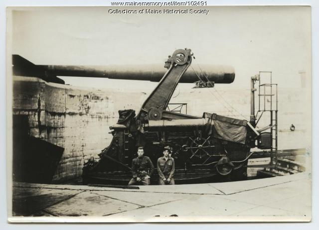 Disappearing gun at Fort Williams, Cape Elizabeth, ca. 1917
