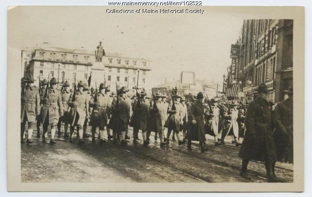 World War I era soldiers in Monument Square, Portland, 1917