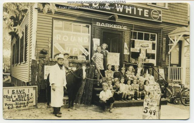 Barker's Red & White grocery store, Portland, ca. 1939