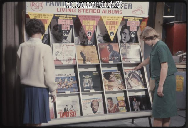Students select albums on The Dave Astor Show, Portland, 1962