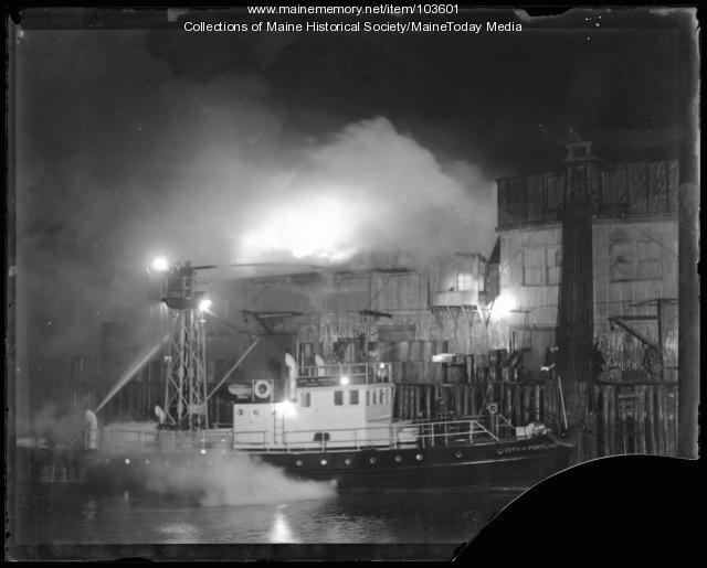 Custom House Wharf fire, Portland, 1936