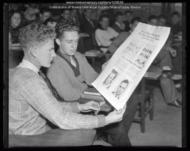 Fingerprinting explained to students, Portland, 1936