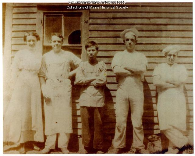 Photo of Lee Goon and bakers, Biddeford, c. 1916