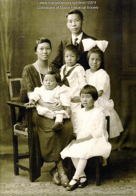 Quoy Wong family, Bangor, 1922