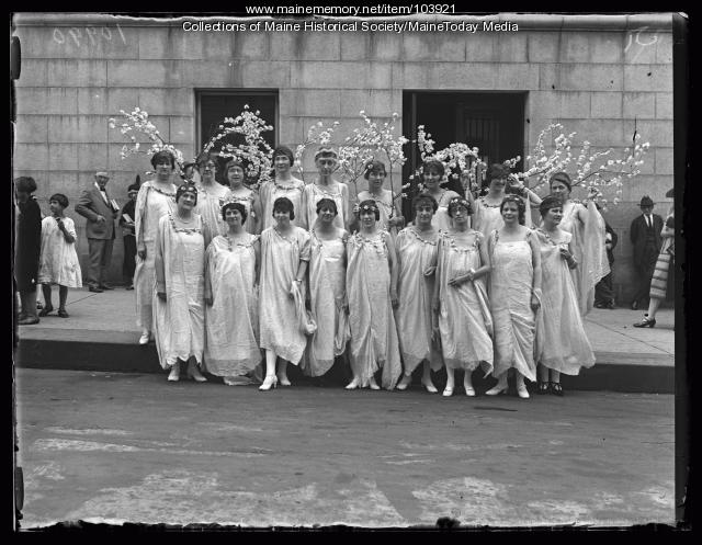 Business and professional women in costume, Portland, 1925