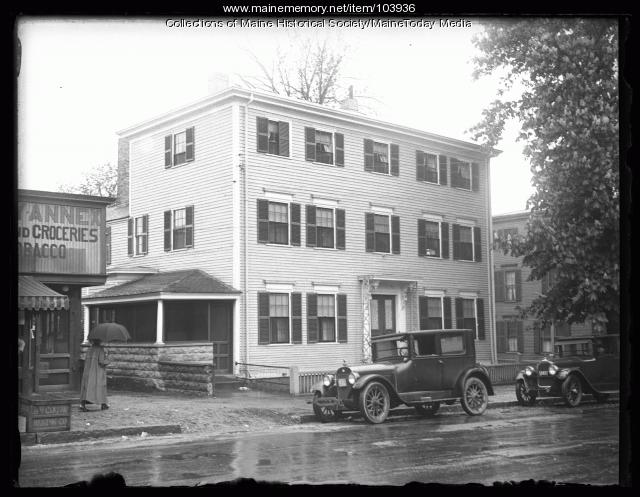 Lodging home of Frank E. Pond, Newburyport, 1925