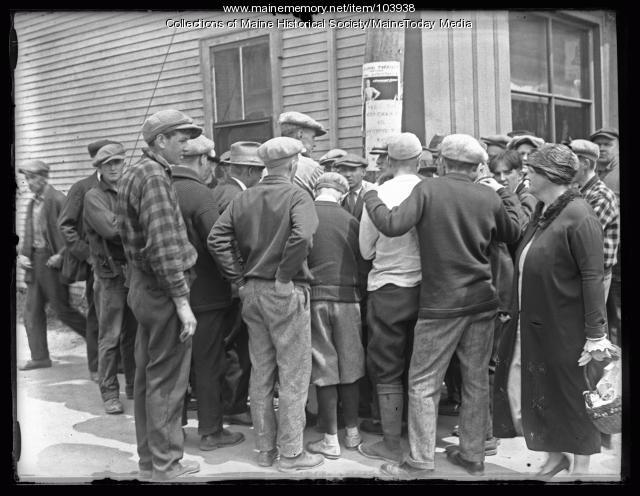 Street scene during Kirby manhunt, Winthrop, 1925