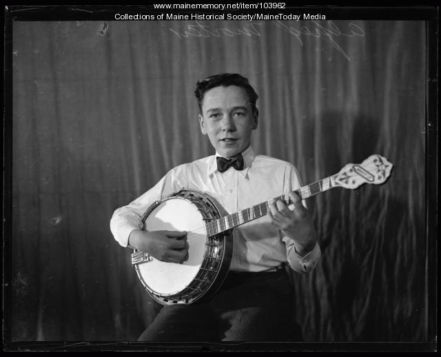 Alfred Morten playing the banjo, ca. 1935