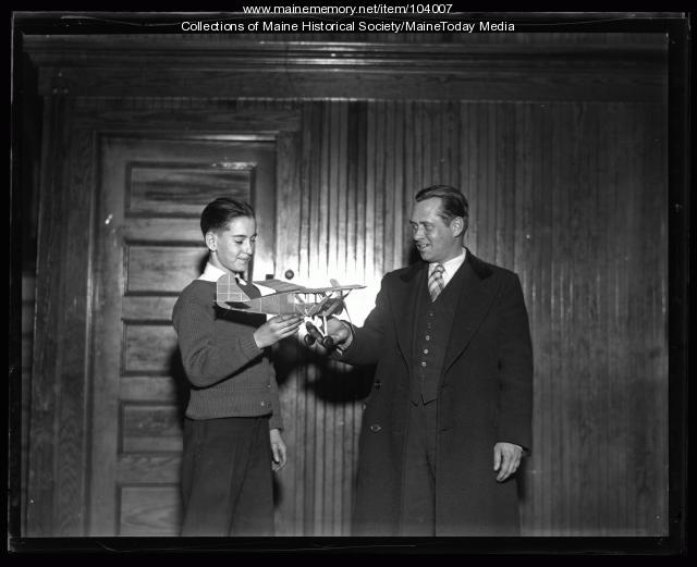 Model airplane contestant and judge, Portland, 1935