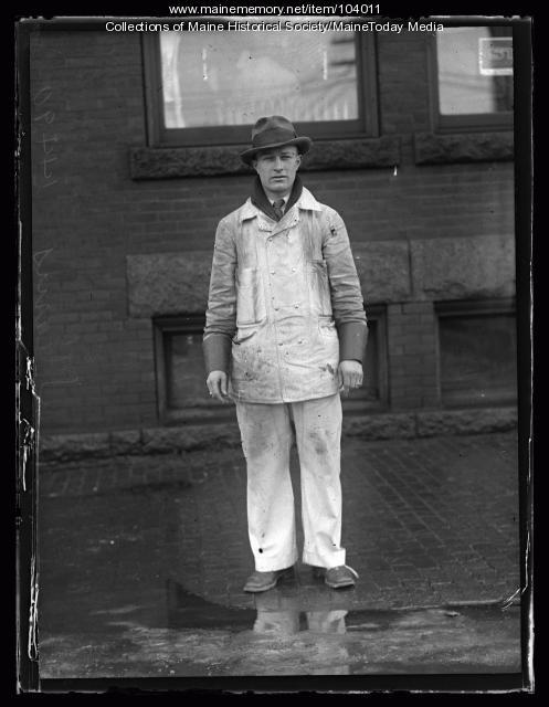 Salesman Raymond C. Stearns, Portland, ca. 1925