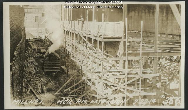 Construction to extend paper mills, Millinocket, 1914