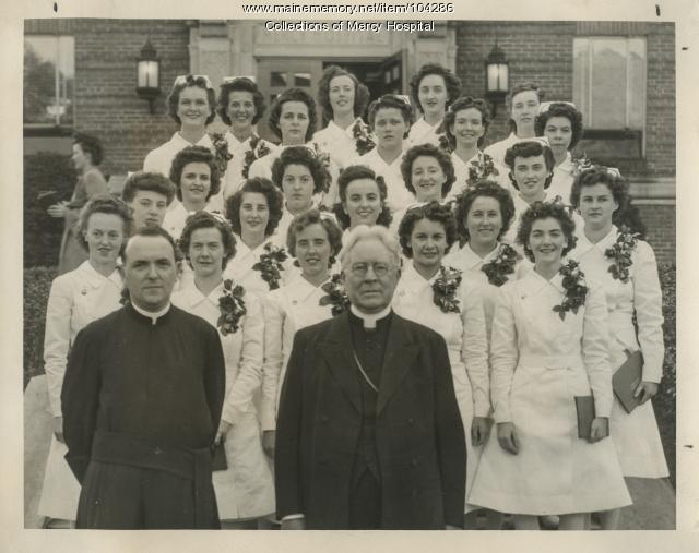 Mercy Hospital School of Nursing graduates, Portland, 1944