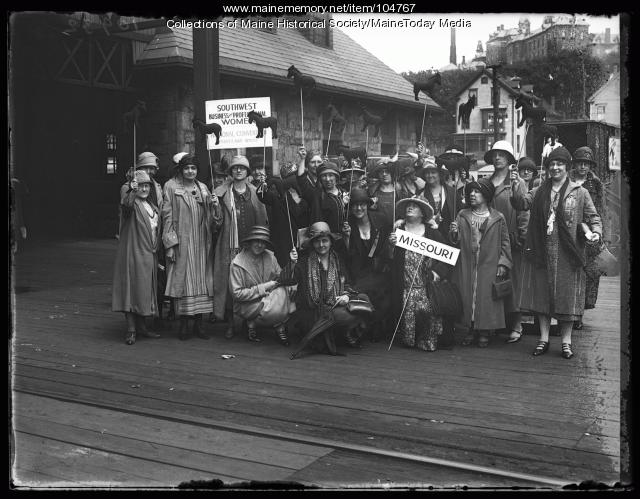 Missouri delegation to  NFBPWC convention, Portland, 1925