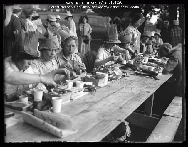 NFBPWC convention guests at a clambake, Peaks Island, 1925