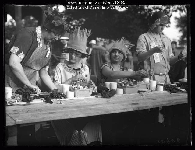 NFBPWC clambake guests eat lobster, Peaks Island, 1925