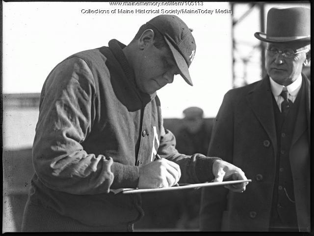 Babe Ruth signing autographs, Portland, 1926