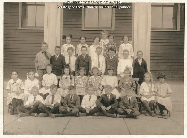 Cape Cottage Farms school students, Cape Elizabeth, ca. 1915