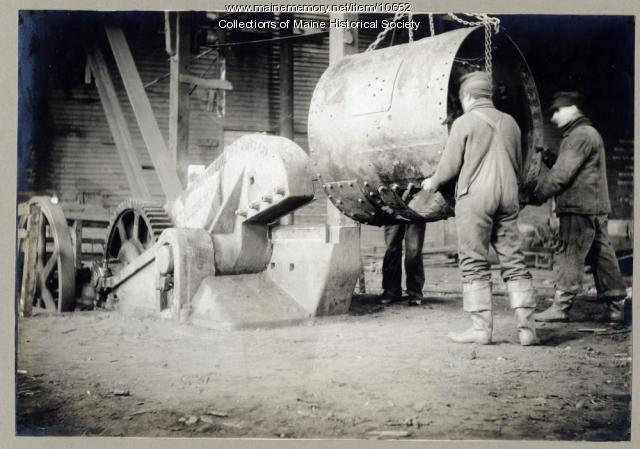 Moving pipe, William H. Perry Co., Portland, circa 1909