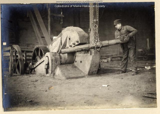 Cutting pipe, William H. Perry Co., Portland, circa 1909