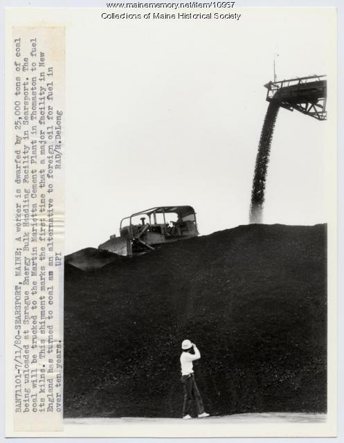 Unloading coal, Searsport, 1980