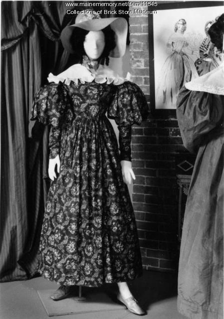 Brown print cotton dress, ca. 1830