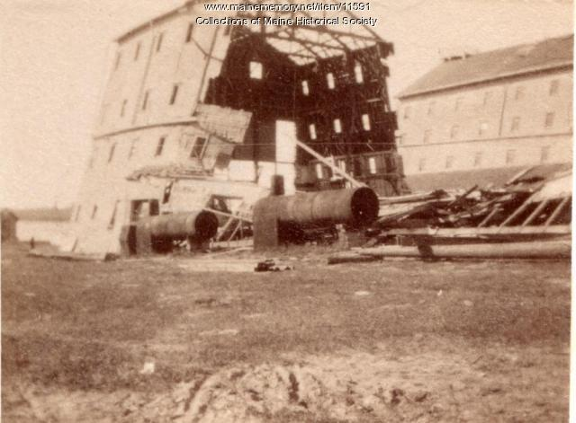 Ship house coming down, Kittery Navy Yard, ca. 1900