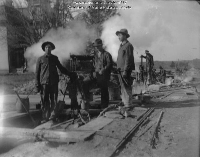 Workers, Capisic Street, Portland, 1911