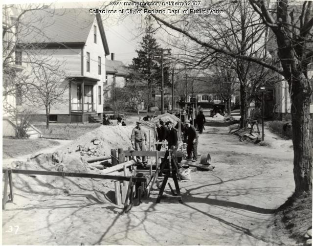 Rebuilding sewer, Leland Street, Portland, 1934