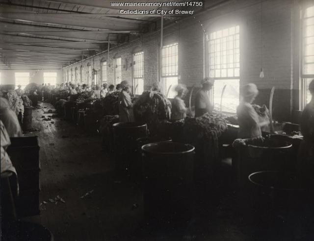 Sorting rags, Eastern Manufacturing Co., Brewer, 1921
