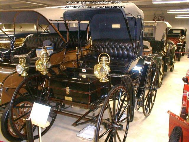 1902 Holsman automobile