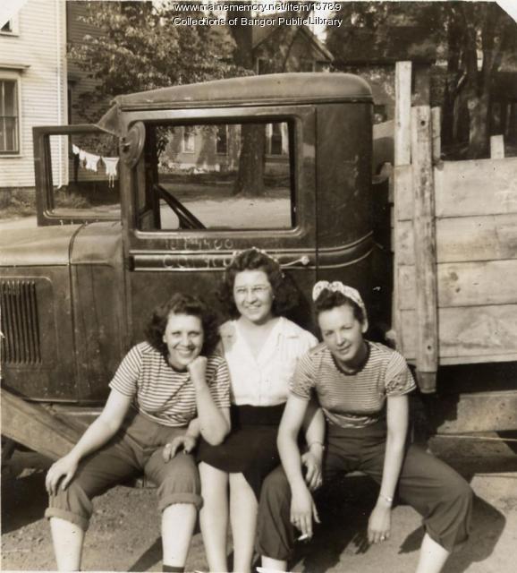Friends, Boyd Street, Bangor, 1944