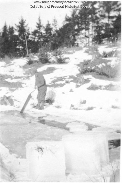 Frank Pettengill cutting ice, Freeport, ca. 1920