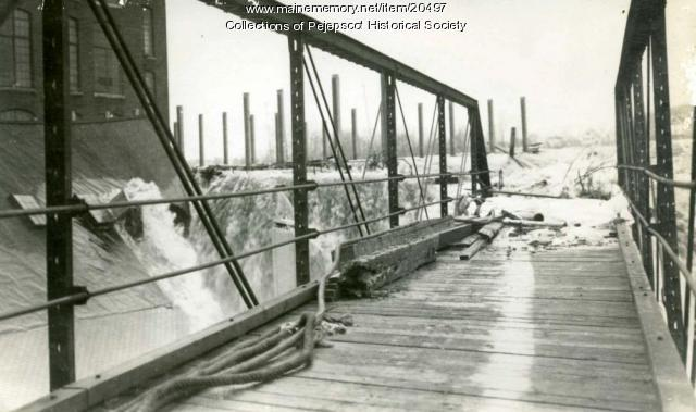 Flooded bridge, Brunswick, 1936