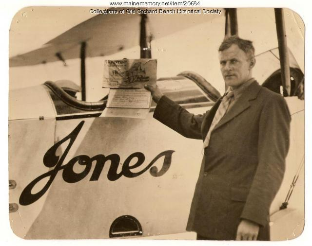 Harry Jones with World Fliers greeting, 1924