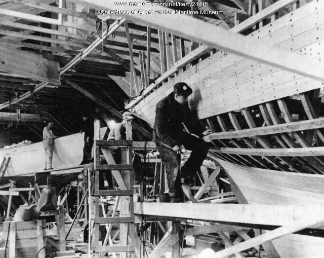 Construction, Navy yawl, Mount Desert, ca. 1942
