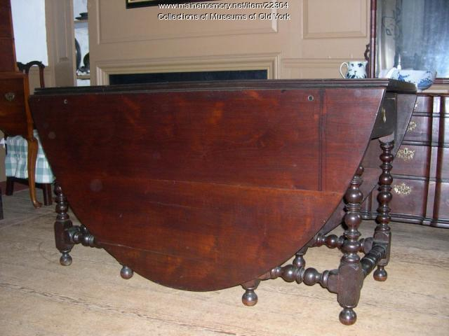 Pepperrell gateleg table, Kittery, ca. 1710-1740