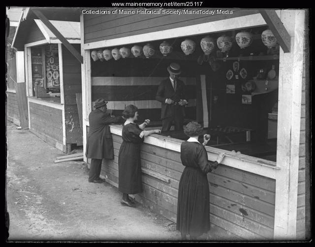 Midway game, Riverton Park, Portland, 1924