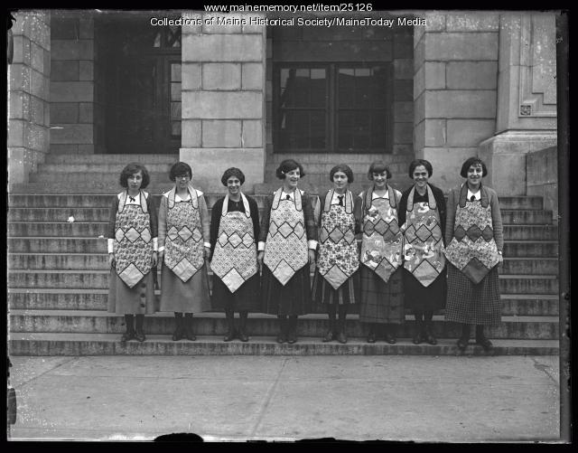 Students in aprons, Portland, 1924