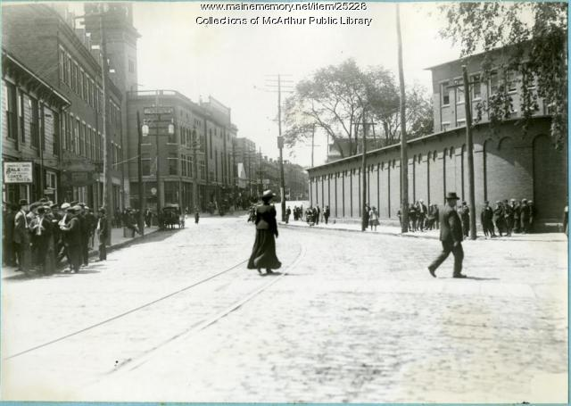 Mill workers during the lunch hour on Main Street, Biddeford, 1912