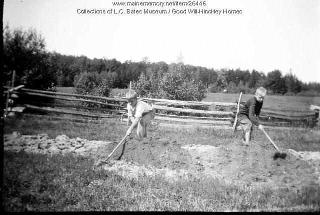 Good Will boys hoeing, Fairfield, ca. 1915