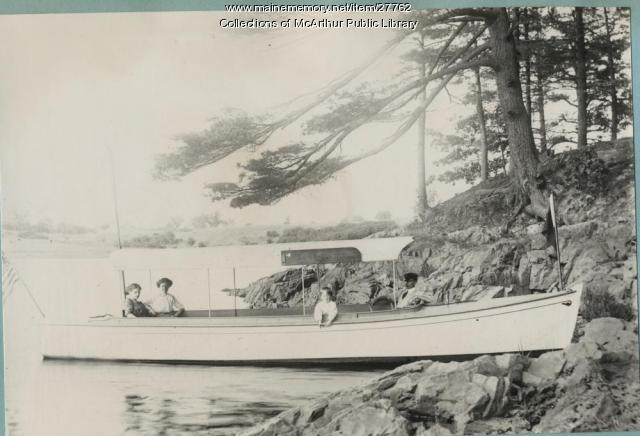 Launch Yakima on the Saco River, 1914