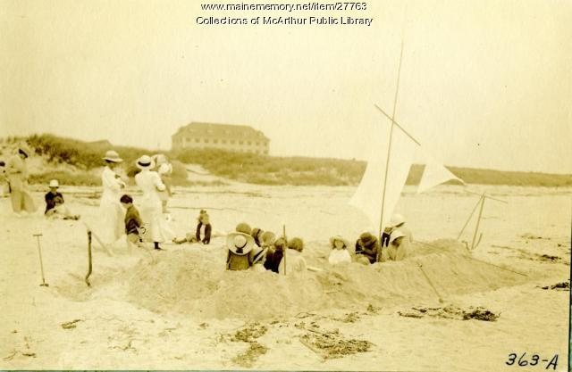 Children Playing At Biddeford Pool Beach Ca 1916 Maine Memory Network