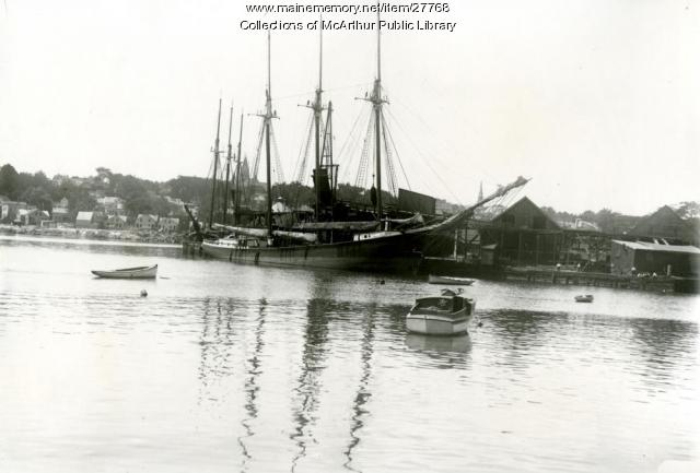 Coal schooners, Biddeford docks, 1912
