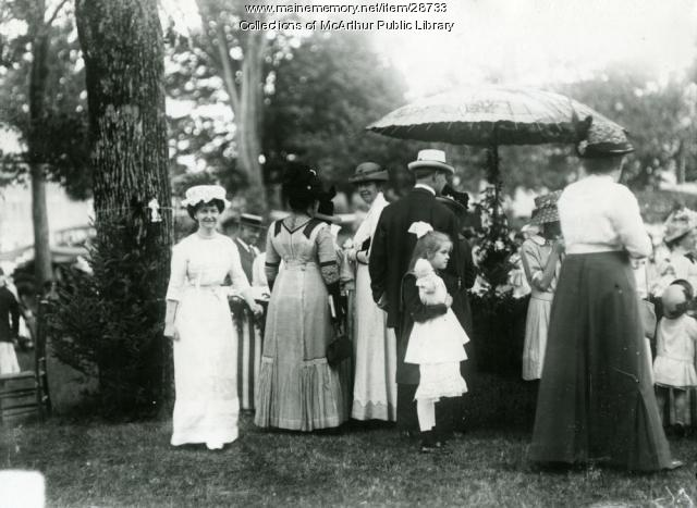 Attendees of the Dorcas Society Fair, 1913