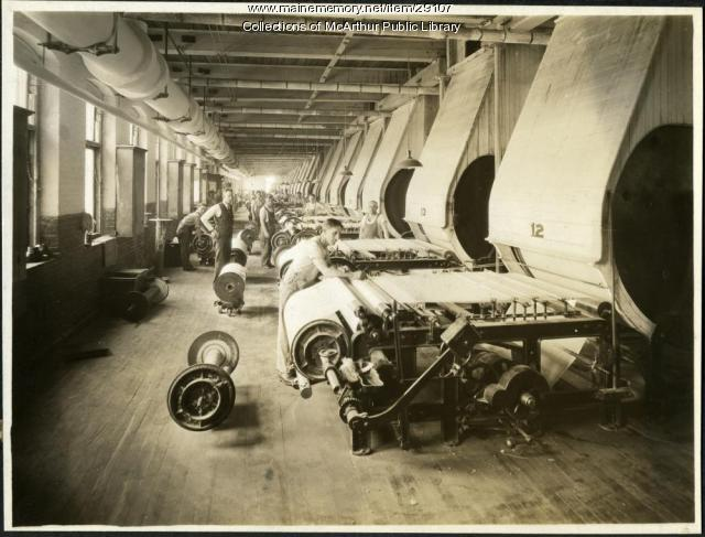 Slashing machines at Pepperell Mills, Biddeford, circa 1925