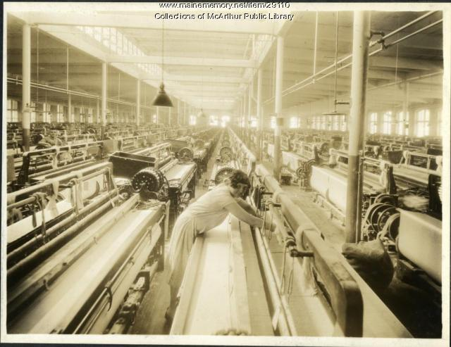 Wide sheeting looms at Pepperell Mills, Biddeford, circa 1925