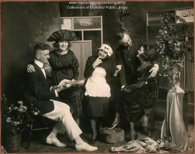 """Scene of """"Le marchand de la rue,"""" Biddeford, ca. 1920"""