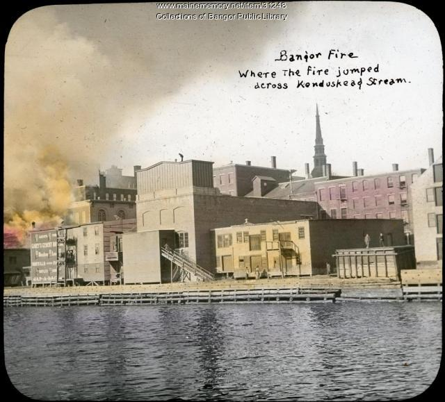 Downtown and Kenduskeag Stream during fire, Bangor, 1911