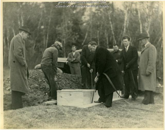 Gang leader Brady's burial, Bangor, 1937