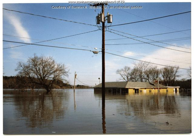 Fido's Market flooding, Hallowell, 1987